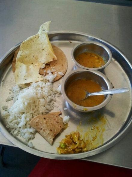 Typisches indisches Gericht (Thali)