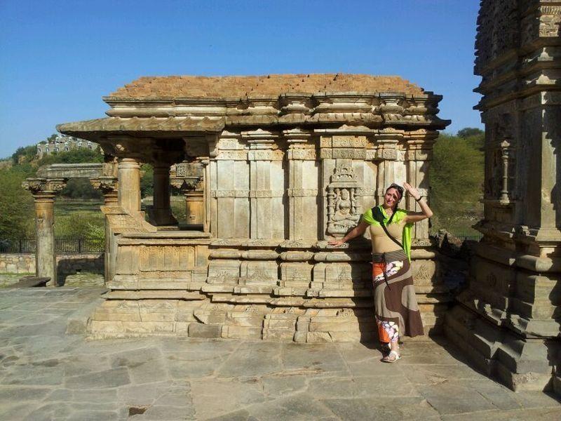 Entlegener, alter Jaintempel - abseits der Straße, ohne Touristen