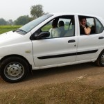 Unser Fahrer und Manager Vinod und sein Auto