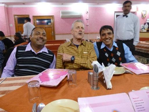 von links: Vinod, Herbert und Sunil ( sein Boss und Bruder)