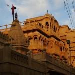 Verschachtelte Gebäudekomplexe in der Festungsstadt