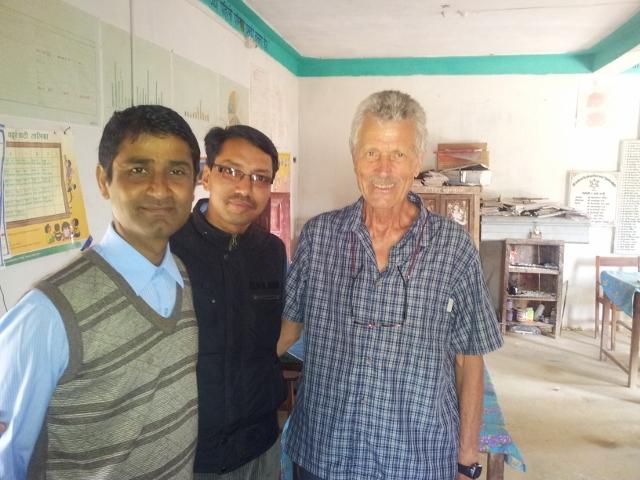 Im Lehrerzimmer mit Mr. Egye (Schulleiter) und Mr.Thapa