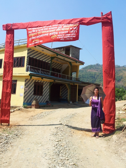 Der Dorfeingang sowie der Hospitaleingang, festlich geschmückt