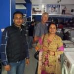 Kauf eines Kühlschranks mit Anita and Jagannath (Vorstand von Phoolbaari in Nepal)