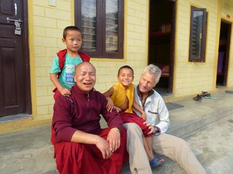 Kembola, der Gründer der Klosterschule in Mustang und Pokhara/Bakhunde - hier mit Herbert