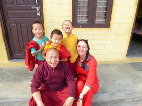 Kembola, der Gründer der Klosterschule in Mustang und Pokhara/Bakhunde - hier mit Brigitte