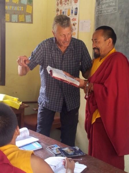 Im Bild hier gut zu sehen, das Unterrichtsteam in Nepalisch-Deutscher Besetzung