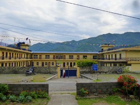 Die Klosterschule am Ende des Fewa Sees vom Nachbar aus gesehen