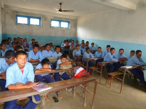 Unterricht vor großen Klassen in der staatlichen Schule in Sankkhe