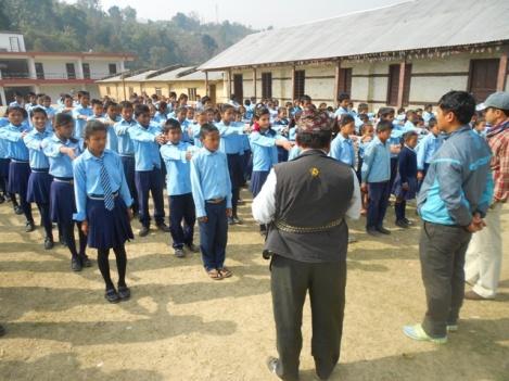 Assembly im Schulhof von Chhabbdy