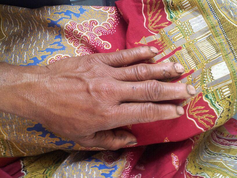 Frauenhände in Nepal