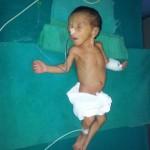 1. Baby, ein Mädchen; 1,22 kg (7 Tage alt)
