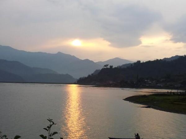 Sonnenuntergang am Fewa Lake, Pokhara