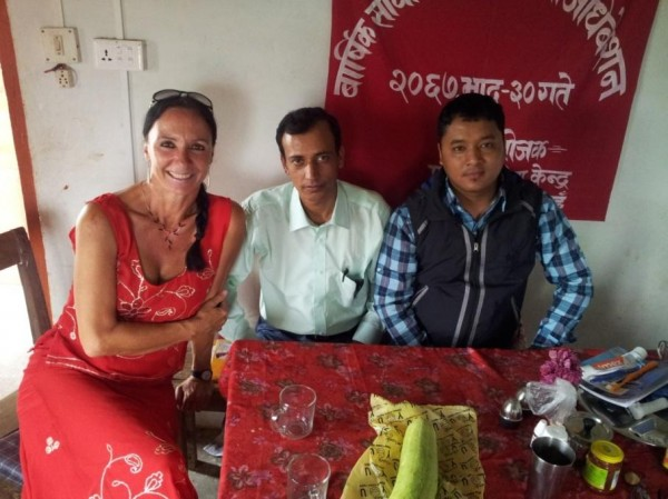In unserer Küche, auf Wiedersehen ... ein Tschüss von unseren Lehrern der Dorfschule Dschabdi.